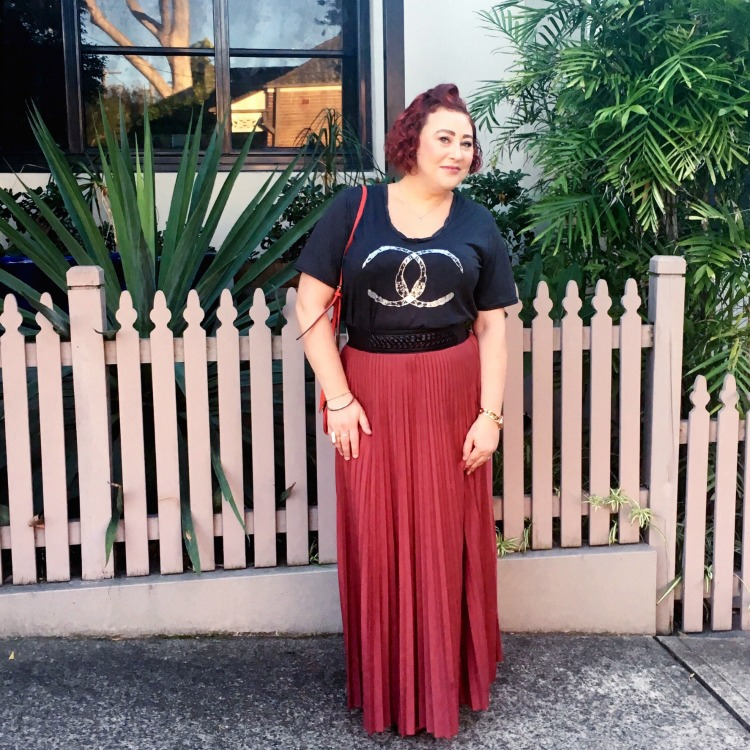 Kimba Likes Autumn Style File. Wearing Ruby & Lilli T shirt, Seed belt and jersey maxi skirt from Curvy Cartel