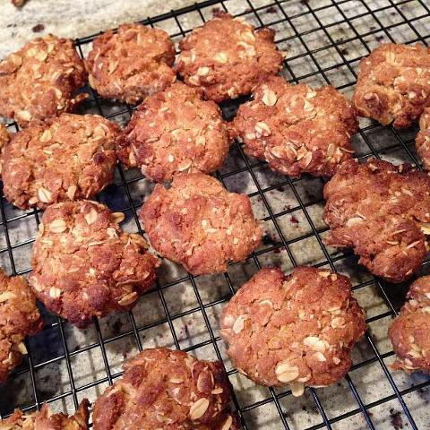 ANZAC biscuits using Glad Shute's CWA recipe